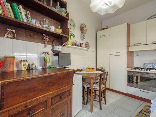 Appartamento II° Piano zona quartiere Versilia a Viareggio (5)