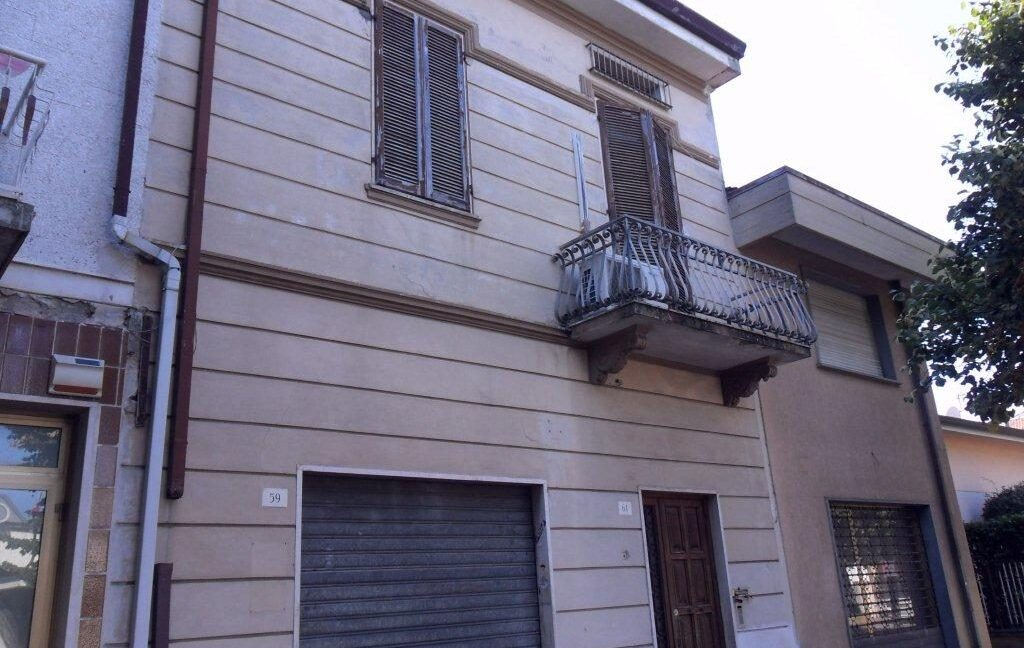 Appartamento + fondo commerciale zona mare a Torre del Lago (1)